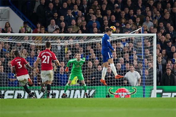 Morata toa sang, Mourinho lai om han khi tro ve Stamford Bridge hinh anh 2