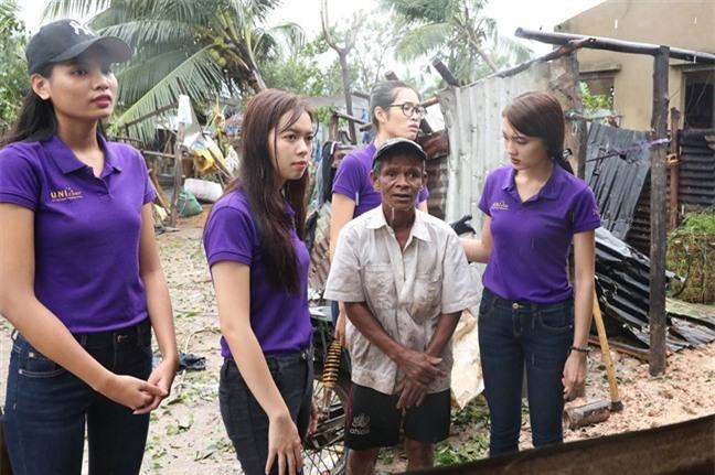 Clip: MC Anh Tuấn đại diện BTC Hoa hậu Hoàn vũ Việt Nam gửi lời chia sẻ tới người dân chịu thiệt hại do bão Damrey trong đêm Bán kết - Ảnh 5.