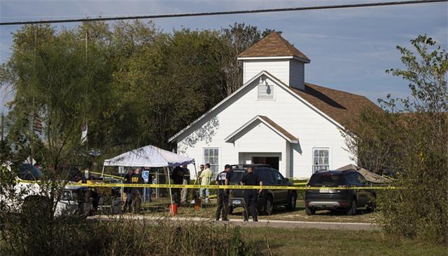 Hiện trường vụ xả súng đẫm máu tại nhà thờ Mỹ