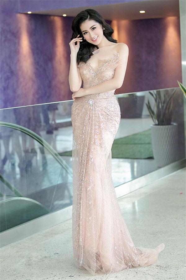 Bất chấp môi tều, mặt khác lạ, Kỳ Duyên vẫn dẫn đầu danh sách sao mặc đẹp tháng 10 - Ảnh 16.
