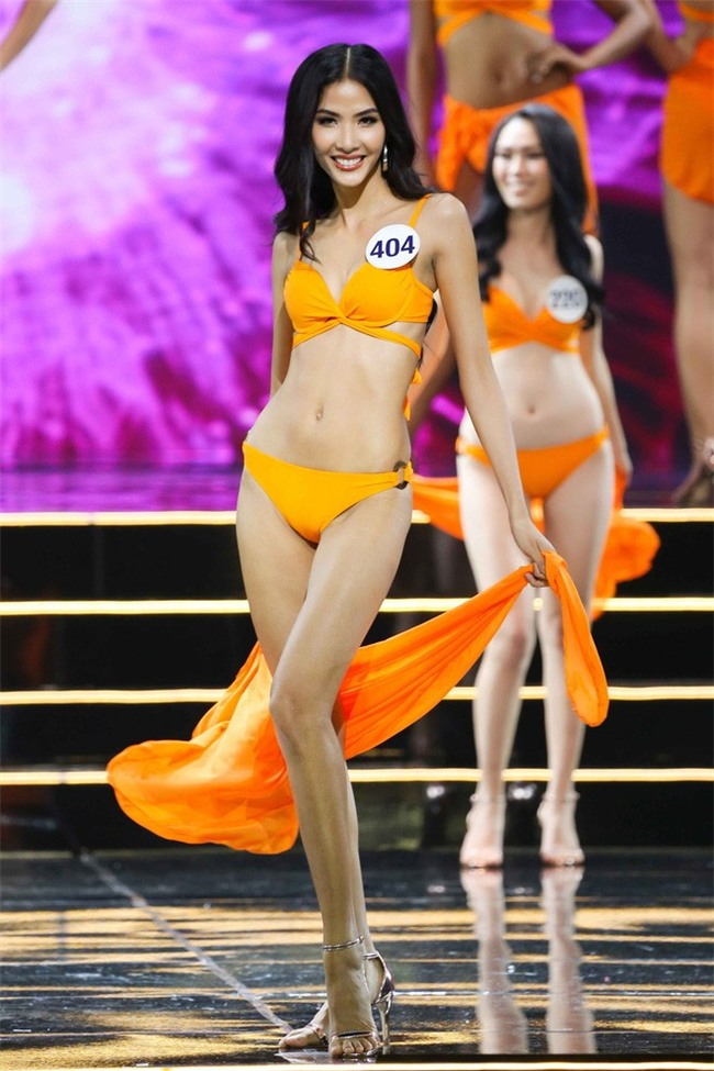 Nhặt sạn đêm Bán kết kém hấp dẫn của Hoa hậu Hoàn vũ 2017 - Ảnh 15.