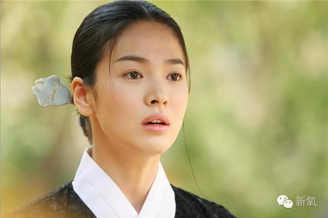 19 năm nhìn lại nhan sắc của Song Hye Kyo: Thì ra đây là lý do tường thành mãi không thể bị đạp đổ - Ảnh 20.