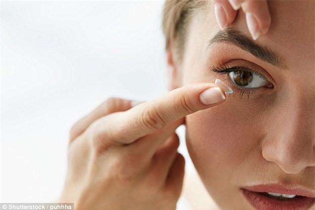 Những lưu ý khi đeo kính áp tròng, nếu biết rồi sẽ an toàn hơn cho bạn - Ảnh 1.