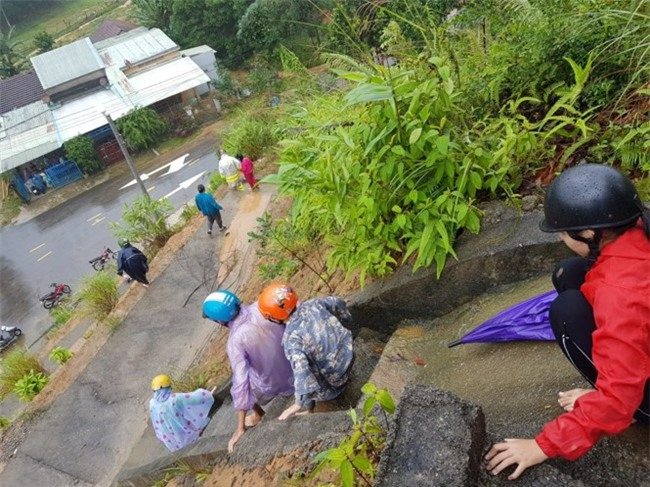 Hoảng loạn tháo chạy lên núi vì tin đồn vỡ đập thủy điện Sông Tranh - Ảnh 5.