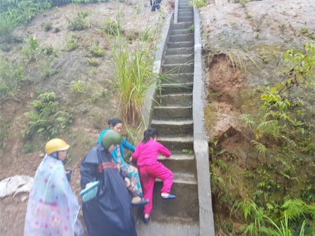 Hoảng loạn tháo chạy lên núi vì tin đồn vỡ đập thủy điện Sông Tranh - Ảnh 6.