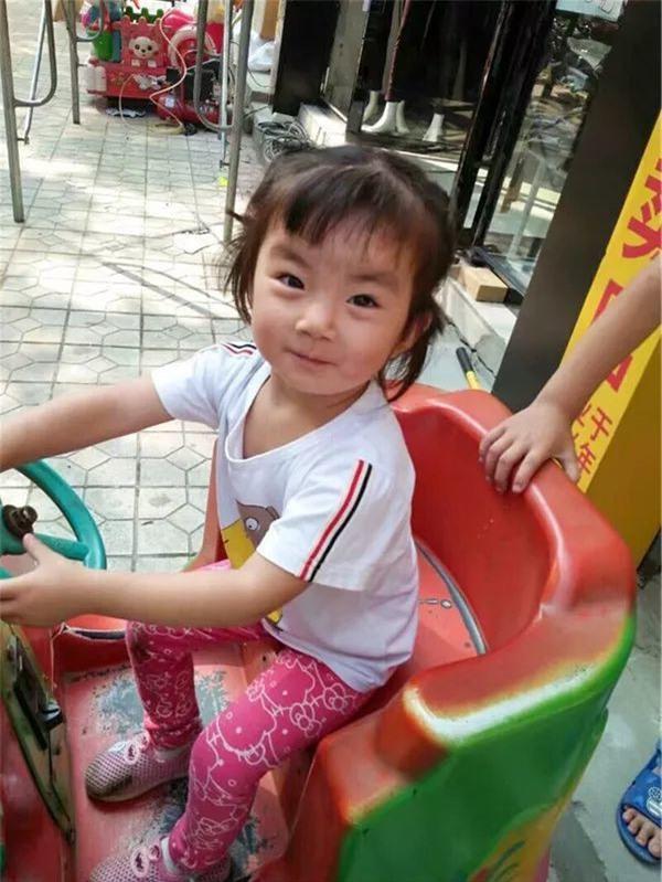Bận lo tang sự cha mẹ không biết con gái 2 tuổi mất tích, khi tìm thấy bé đã tử vong - Ảnh 1.