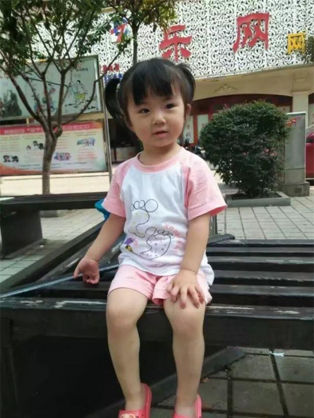 Bận lo tang sự cha mẹ không biết con gái 2 tuổi mất tích, khi tìm thấy bé đã tử vong - Ảnh 2.
