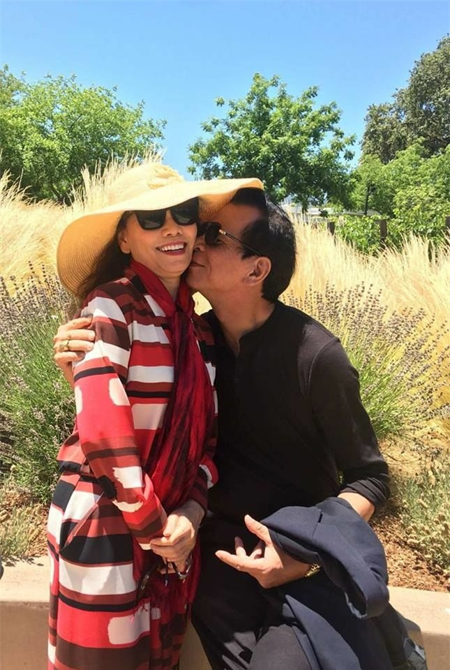 Bố mẹ của nữ ca sĩ luôn khiến mọi người ghen tị vì sự lãng mạn, tình cảm mà cả hai dành cho nhau. - Tin sao Viet - Tin tuc sao Viet - Scandal sao Viet - Tin tuc cua Sao - Tin cua Sao