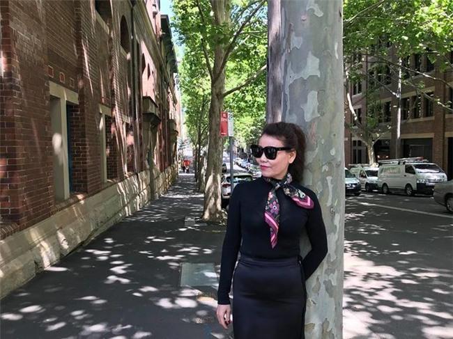 Mẹ Hồ Ngọc Hà trồng chuối ở tuổi U60 gây chú ý trên đường phố Úc - Tin sao Viet - Tin tuc sao Viet - Scandal sao Viet - Tin tuc cua Sao - Tin cua Sao
