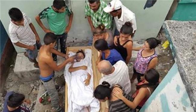 Chôn người vợ trẻ được 1 ngày, anh chồng hoảng sợ khi nghe tiếng người kêu la, đập quan tài từ bên trong - Ảnh 3.