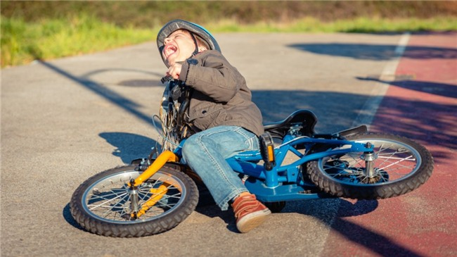 Tại sao xe đạp 2 bánh khi đi không bao giờ đổ, còn đứng 1 chỗ thì ngã sõng soài ra đất? - Ảnh 2.