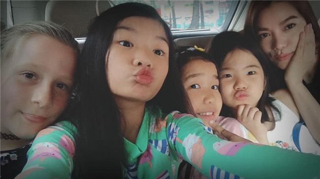 Mới 9 tuổi con gái Trương Ngọc Ánh đã gây bất ngờ bởi khả năng nói tiếng Anh cực chuẩn - Ảnh 3.