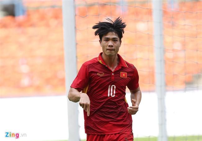 Cho ong Park Hang-seo 'kich no' Cong Phuong va Quang Hai hinh anh 1