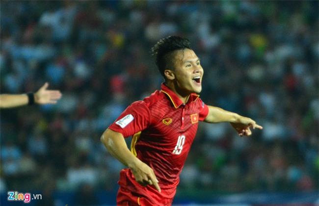 Cho ong Park Hang-seo 'kich no' Cong Phuong va Quang Hai hinh anh 2