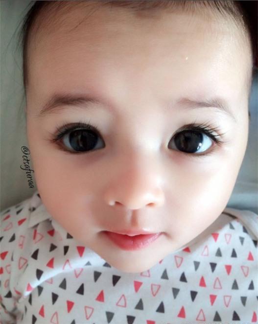 """Lại thêm 1 em bé lai có đôi mắt đẹp hút hồn khiến fan hâm mộ """"phát sốt"""" - Ảnh 5."""