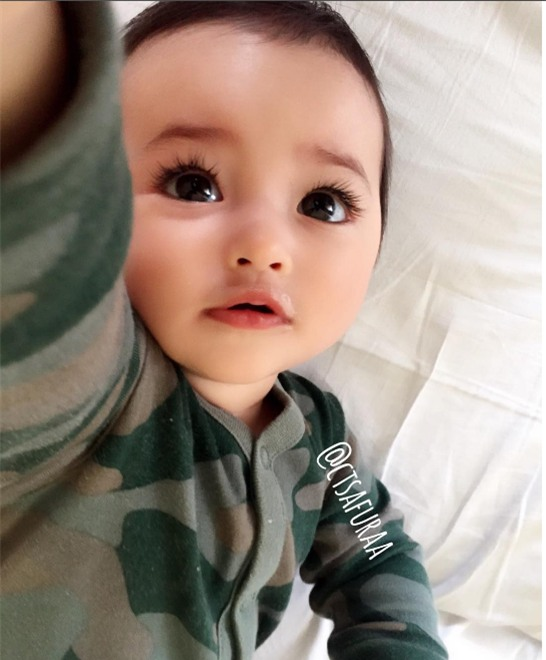 """Lại thêm 1 em bé lai có đôi mắt đẹp hút hồn khiến fan hâm mộ """"phát sốt"""" - Ảnh 8."""