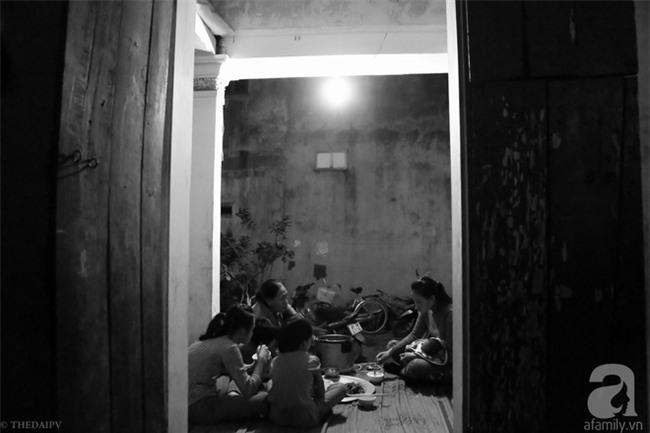 Cảnh nhà bề bộn mà rộn tiếng cười của mẹ siêu mắn đẻ, 29 tuổi có 8 đứa con ở Hà Nội - Ảnh 11.