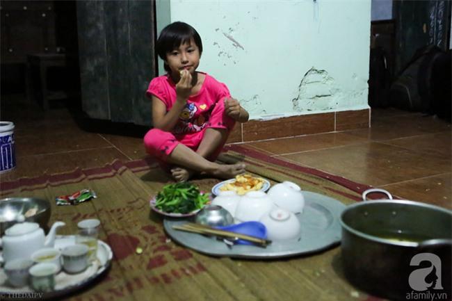Cảnh nhà bề bộn mà rộn tiếng cười của mẹ siêu mắn đẻ, 29 tuổi có 8 đứa con ở Hà Nội - Ảnh 3.