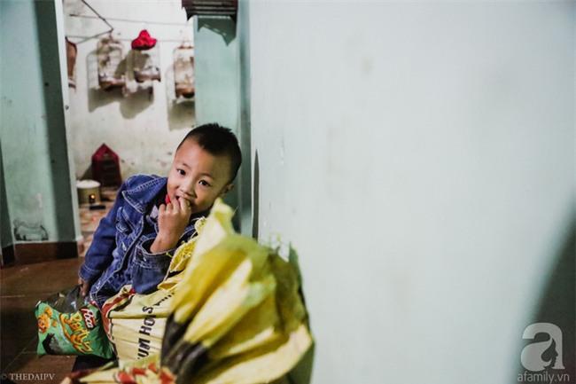 Cảnh nhà bề bộn mà rộn tiếng cười của mẹ siêu mắn đẻ, 29 tuổi có 8 đứa con ở Hà Nội - Ảnh 4.