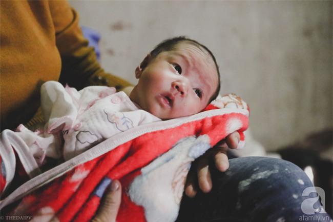 Cảnh nhà bề bộn mà rộn tiếng cười của mẹ siêu mắn đẻ, 29 tuổi có 8 đứa con ở Hà Nội - Ảnh 5.