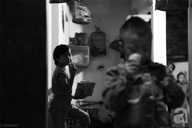 Cảnh nhà bề bộn mà rộn tiếng cười của mẹ siêu mắn đẻ, 29 tuổi có 8 đứa con ở Hà Nội - Ảnh 7.