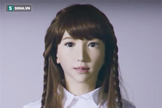 Erica có thể trò chuyện, nhận dạng khuôn mặt và di chuyển phần trên của cơ thể. Ảnh: Theguardian