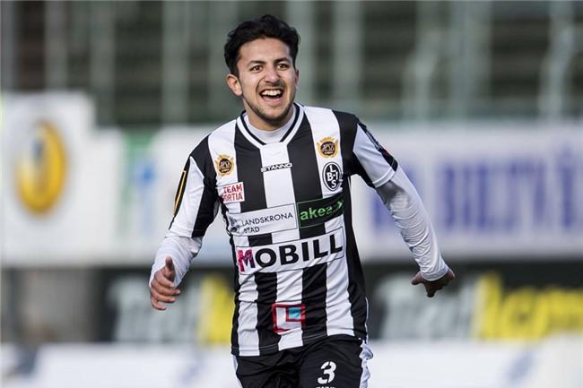 Saber Azizi, tiền vệ trẻ đầy hứa hẹn của tuyển Afghanistan.