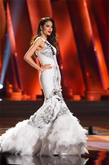Trang phục dân tộc dự thi Hoa hậu Quốc Tế của Thùy Dung bị chê quê mùa và thiếu tinh tế-11