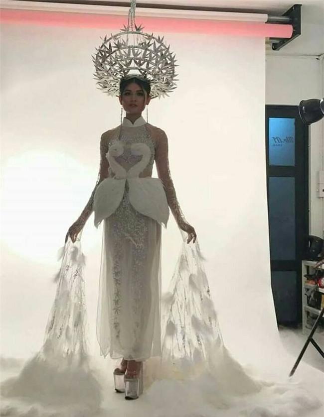 Trang phục dân tộc dự thi Hoa hậu Quốc Tế của Thùy Dung bị chê quê mùa và thiếu tinh tế-2