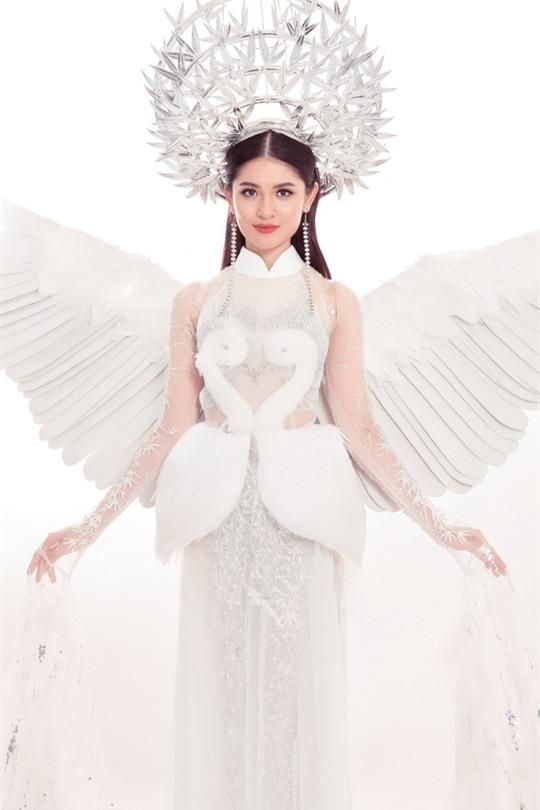 Trang phục dân tộc dự thi Hoa hậu Quốc Tế của Thùy Dung bị chê quê mùa và thiếu tinh tế-4