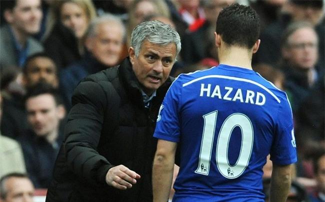 Sao Chelsea dắt chó đi dạo để trêu tức cầu thủ Man Utd - Ảnh 2.