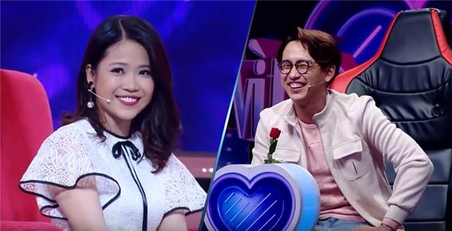 Vì yêu mà đến: Cô sinh viên trường báo tỏ tình thành công, nắm tay Quang Bảo rời khỏi chương trình-6