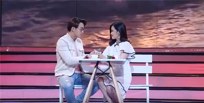Vì yêu mà đến: Cô sinh viên trường báo tỏ tình thành công, nắm tay Quang Bảo rời khỏi chương trình-10