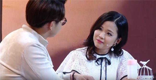 Vì yêu mà đến: Cô sinh viên trường báo tỏ tình thành công, nắm tay Quang Bảo rời khỏi chương trình-11
