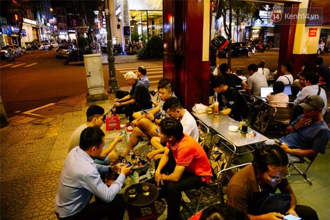 Quán cafe ở Sài Gòn mà Thủ tướng Canada ghé uống: Ông và người ngồi cùng bàn uống cafe sữa pha phin và khen ngon - Ảnh 9.