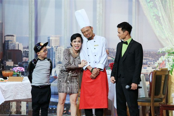 Tiểu phẩm triệu view: Việt Hương chỉ biết nhăn mặt với đầu bếp Hoàng Phi-1