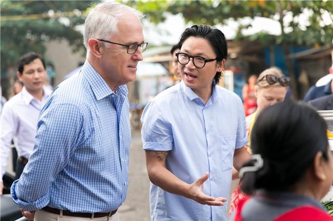 Thủ tướng Úc chia sẻ ảnh lần đầu thưởng thức bánh mì tại Đà Nẵng cùng Luke Nguyễn - Ảnh 2.