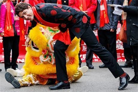 Phong cach ngoai giao bang…tat cua Thu tuong Canada Justin Trudeau - Anh 5