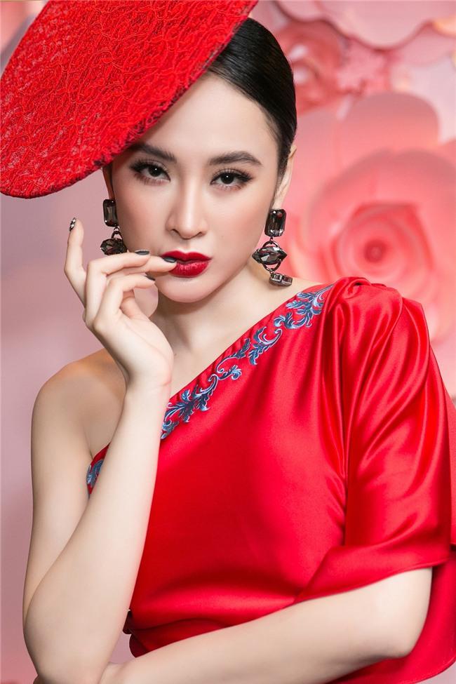 Angela Phương Trinh hóa quý cô cổ điển kiêu kì, đứng top 1 thảm đỏ showbiz tuần này-1