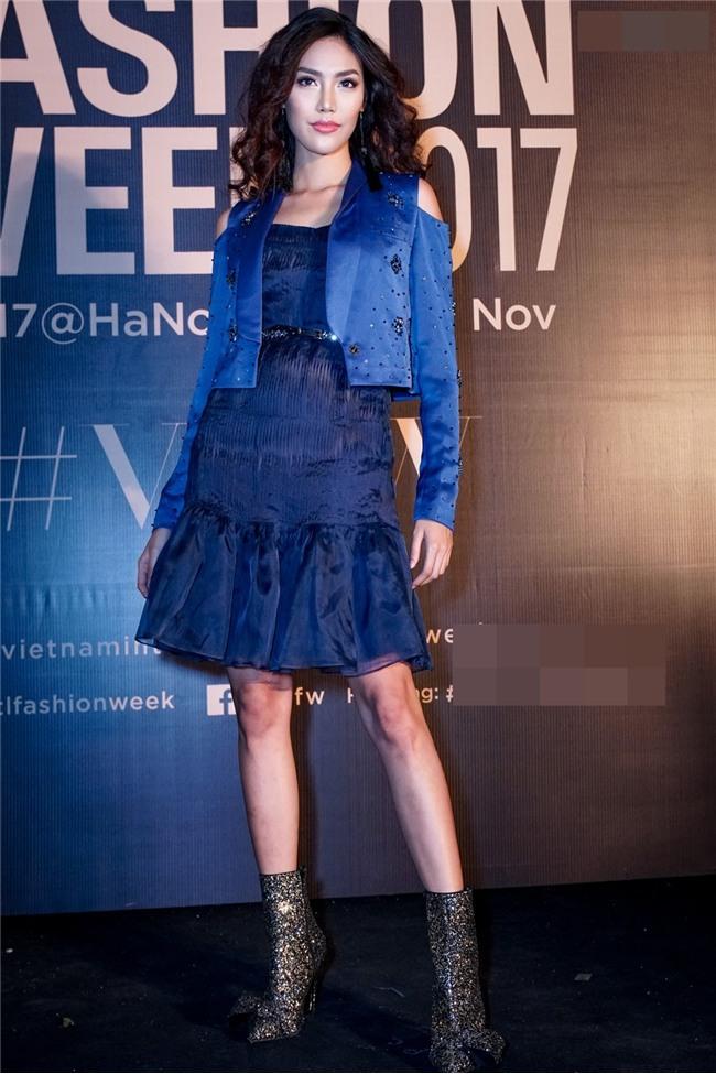 Angela Phương Trinh hóa quý cô cổ điển kiêu kì, đứng top 1 thảm đỏ showbiz tuần này-12