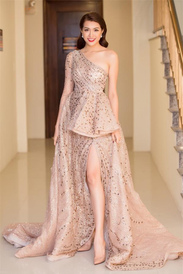 Angela Phương Trinh hóa quý cô cổ điển kiêu kì, đứng top 1 thảm đỏ showbiz tuần này-3