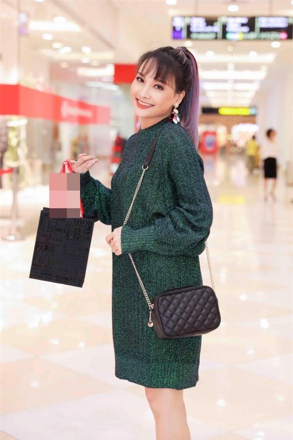 Angela Phương Trinh hóa quý cô cổ điển kiêu kì, đứng top 1 thảm đỏ showbiz tuần này-4