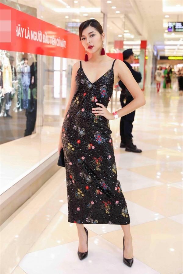 Angela Phương Trinh hóa quý cô cổ điển kiêu kì, đứng top 1 thảm đỏ showbiz tuần này-6