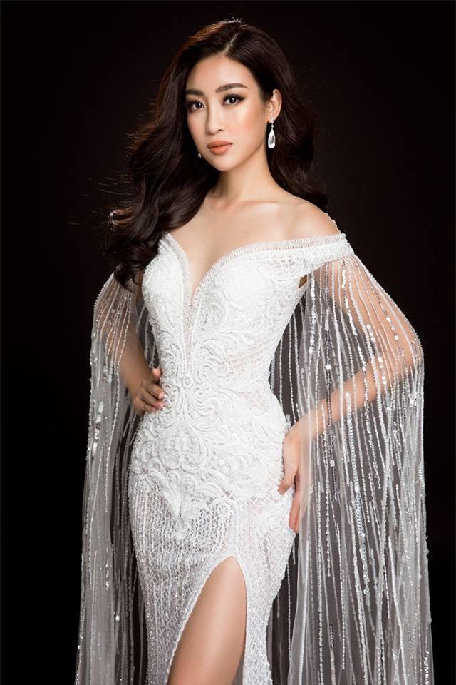 Mỹ Linh quyến rũ tựa nữ thần trong loạt trang phục dạ hội mang đến Miss World 2017 - Ảnh 1.