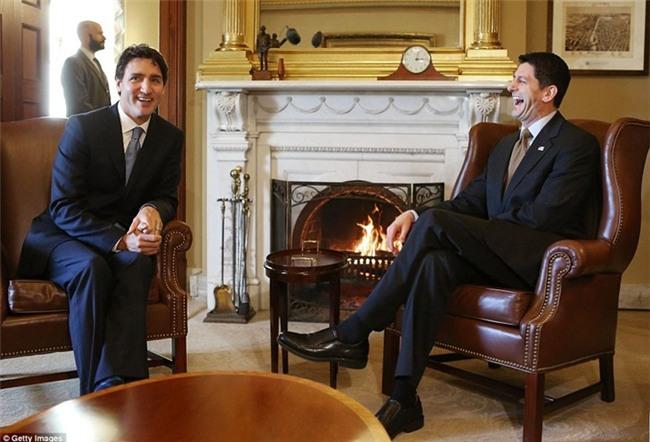 Đi công du tới đâu, Thủ tướng Justin Trudeau cũng phong thái ngời ngời, thu hút mọi ánh nhìn từ mọi người - Ảnh 11.