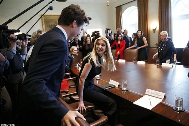 Đi công du tới đâu, Thủ tướng Justin Trudeau cũng phong thái ngời ngời, thu hút mọi ánh nhìn từ mọi người - Ảnh 12.