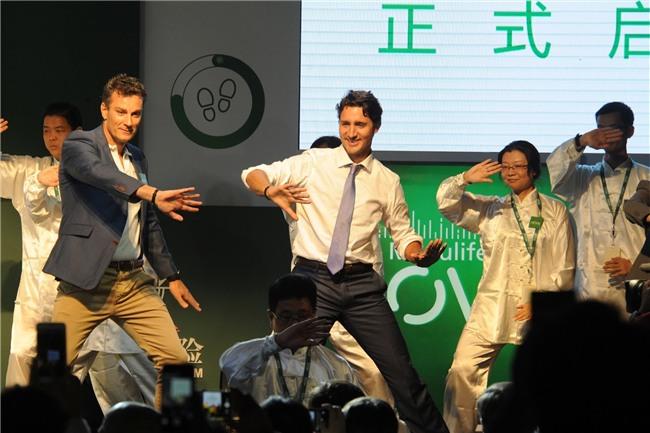 Đi công du tới đâu, Thủ tướng Justin Trudeau cũng phong thái ngời ngời, thu hút mọi ánh nhìn từ mọi người - Ảnh 5.