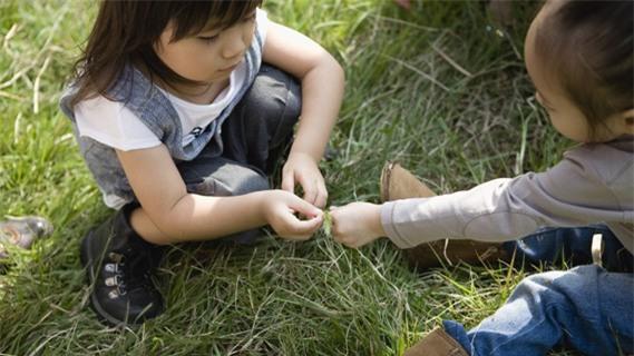 Với 3 câu hỏi này, bố mẹ dù bận tối mắt tối mũi vẫn có thể nắm được hoạt động cả ngày của con - Ảnh 3.