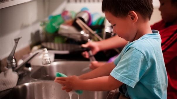 Đứa trẻ bản lĩnh và tự tin luôn được bố mẹ dạy theo 5 nguyên tắc này - Ảnh 3.