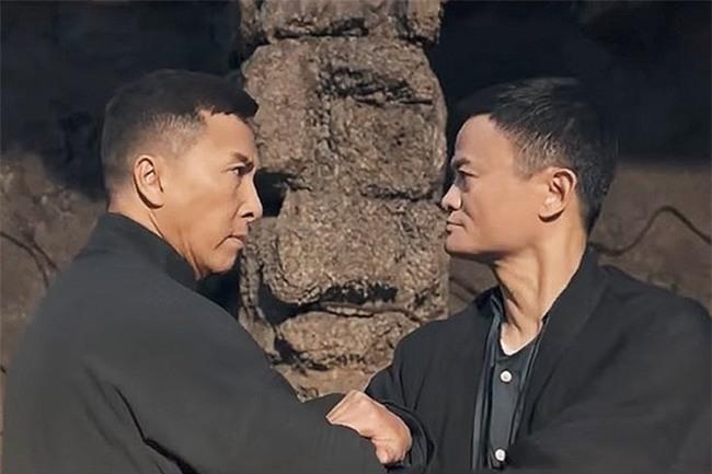 HOT: Lộ clip 7 phút tỷ phú Jack Ma đấu tay đôi với Ngô Kinh, Lý Liên Kiệt-4